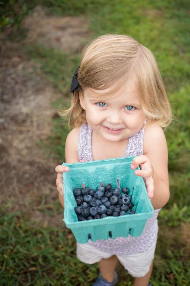 FamilyJuly2019_BerryPicking-2