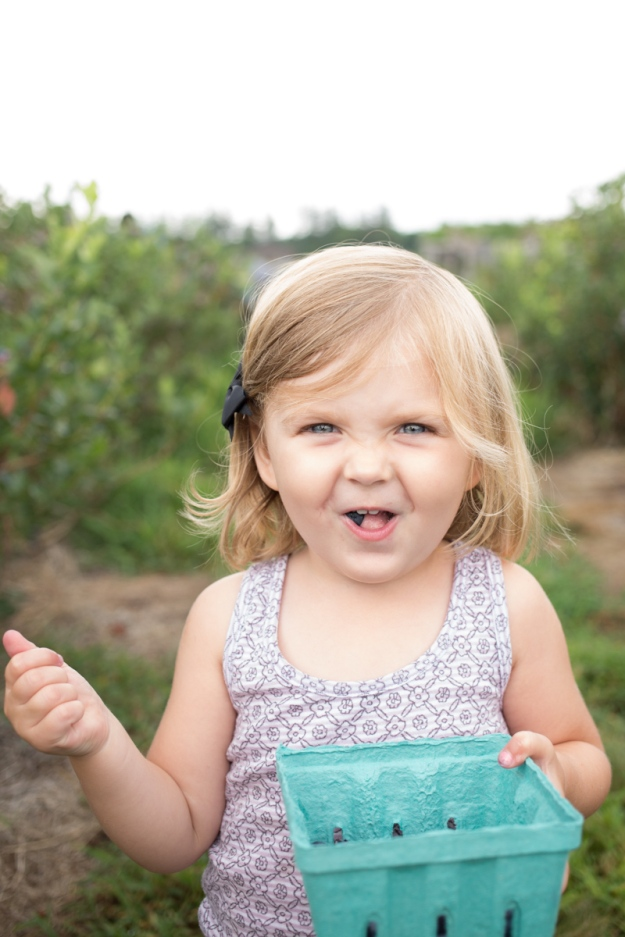 FamilyJuly2019_BerryPicking-3