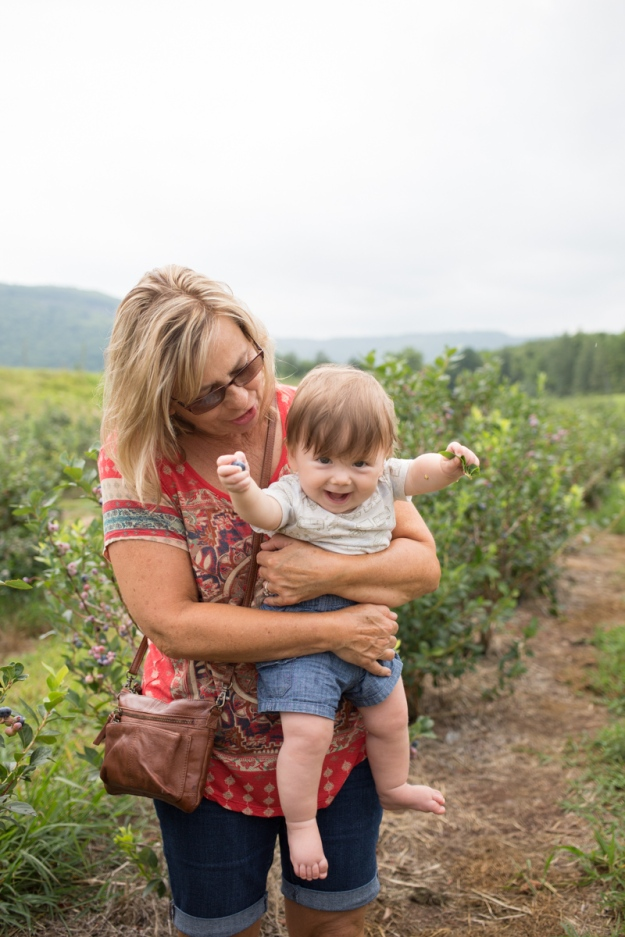 FamilyJuly2019_BerryPicking-30